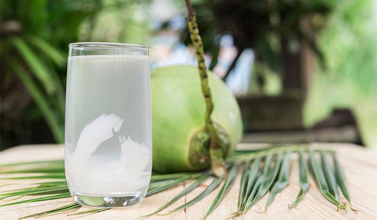 Tác dụng của nước dừa đối với người đau dạ dày