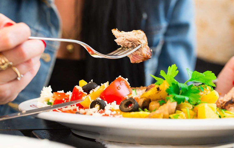 Chế độ ăn uống kiêng khem khoa học sẽ có tác động rất tích cực đến sức người bị viêm gan B