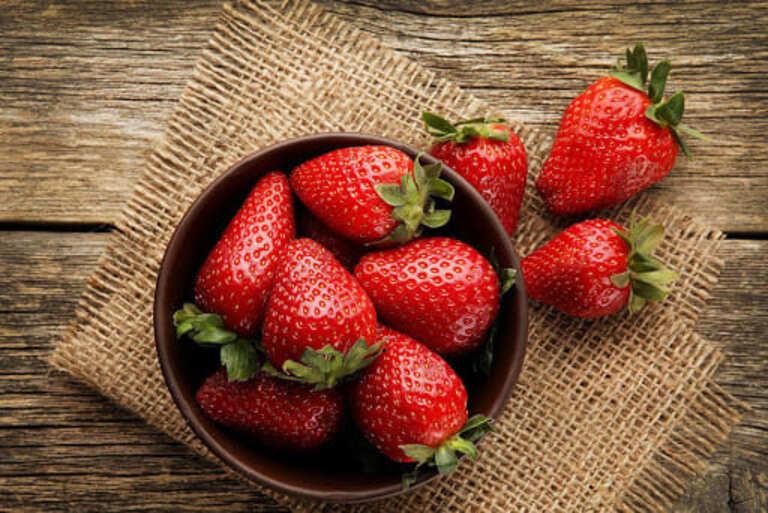 Người bệnh gout nên ăn hoa quả gì để hỗ trợ điều trị?