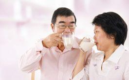Bệnh nhân bị gai cột sống có nên uống sữa Anlene?