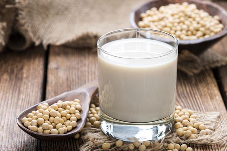 Sữa đậu nành có hàm lượng purin người bị gout tuyệt đối nên hạn chế sử dụng