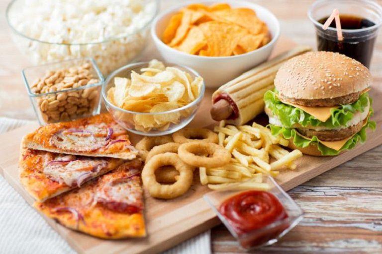 """Đồ ăn nhanh là """"kẻ thù"""" của những người bị phong ngứa"""