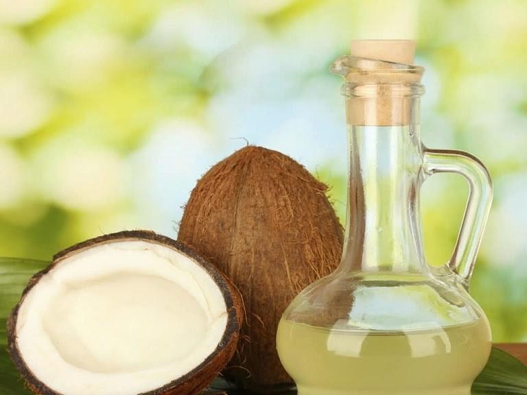 Dầu dừa là cách chữa dị ứng da mặt an toàn, hiệu quả