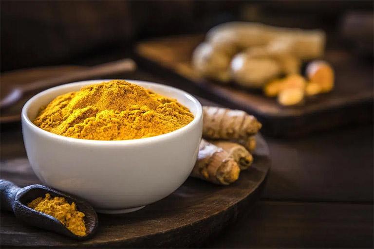 Thành phần hợp chất Curcumin có trong nghệ có tác dụng kháng khuẩn, chống viêm, cải thiện dạ dày bị viêm loét