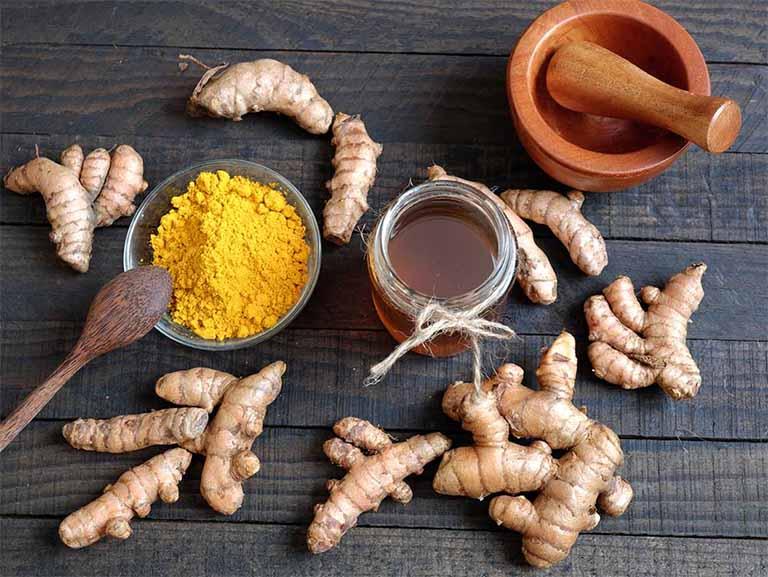 Kết hợp tinh bột nghệ và mật ong nguyên chất để chữa bệnh viêm loét dạ dày