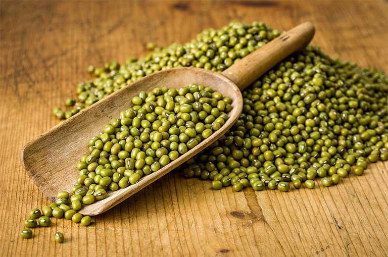 Nước nấu đậu xanh có tác dụng thanh nhiệt giải độc giúp đào thải acid uric dư thừa trong cơ thể