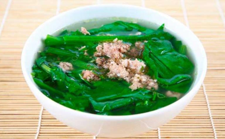 Hỗ trợ cải thiện bệnh gout bằng cách sử dụng món canh cải bẹ xanh nấu thịt bằm