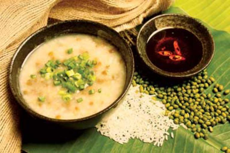Cháo đậu xanh là món ăn có tác dụng rất tốt đối với những người bị bệnh gout