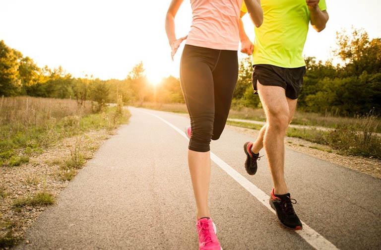 Kết hợp chế độ ăn uống lành mạnh cùng với việc luyện tập thể dục thể thao