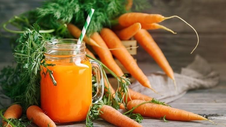 Uống nước ép cà rốt rất tốt cho da người bị dị ứng