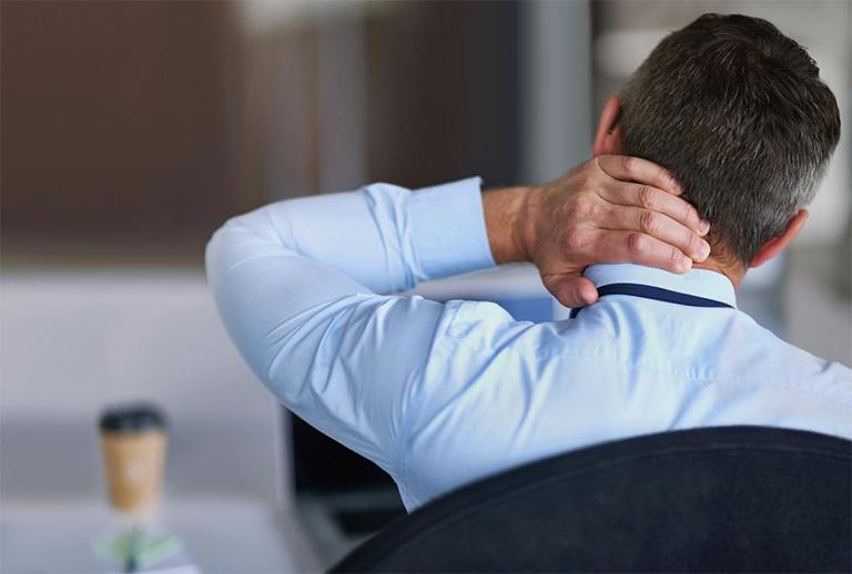 Sử dụng thuốc trị đau cổ không xoay được theo chỉ định của bác sĩ hoặc dược sĩ chuyên môn?