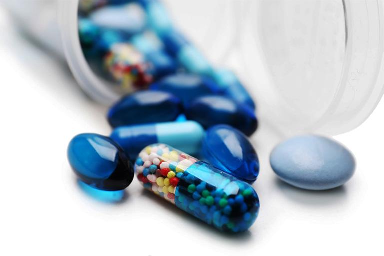 Sử dụng thuốc trị đau cổ không xoay được theo chỉ định của bác sĩ hoặc dược sĩ chuyên môn