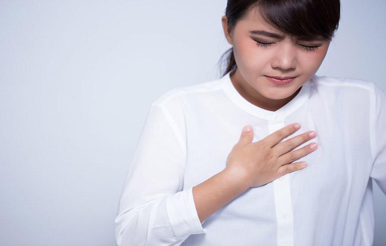 Người bệnh sẽ thấy khó thở và đau tức ngực
