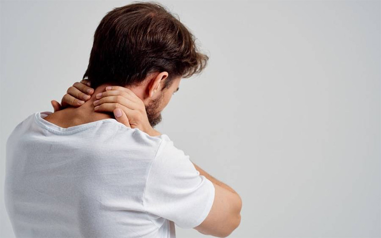Đau xương cổ là dấu hiệu của bệnh gì? Nguyên nhân do đâu?