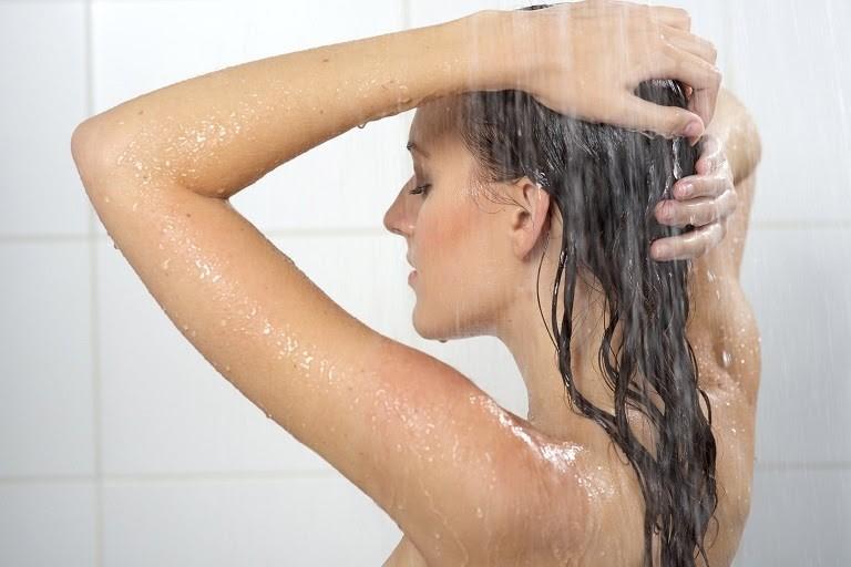 Dị ứng kiêng tắm là điều sai lầm