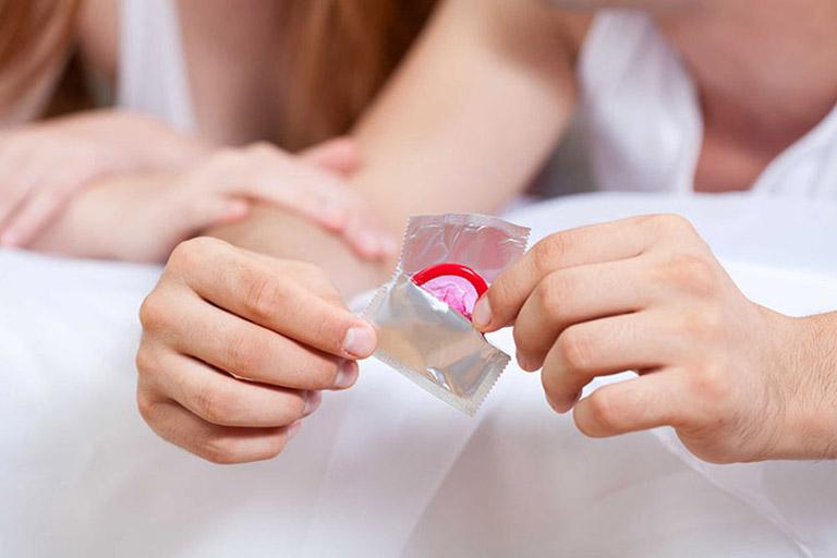 Sử dụng bao cao su trong đời sống tình dục giúp ngăn ngừa nguy cơ lây nhiễm bệnh