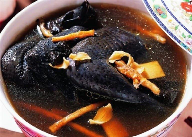 Món ăn từ hạt đười ươi vừa bổ dưỡng cho sức khỏe vừa cải thiện được phần nào các triệu chứng do bệnh gai cột sống gây ra.