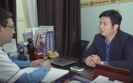 Lương y Đỗ Minh Tuấn khám cho DV Lê Bá Anh