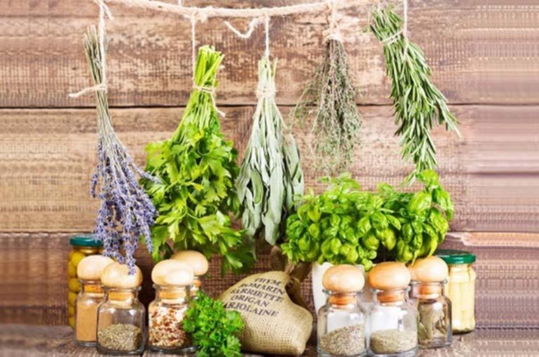 Dùng các loại thảo dược trong tự nhiên để hạ men gan giúp mang lại hiệu quá rất tốt