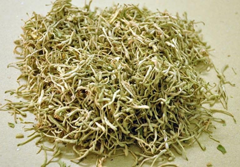 Kim ngân hoa có công dụng trị viêm nhờ khả năng giải độc, giải nhiệt, thanh lọc cơ thể