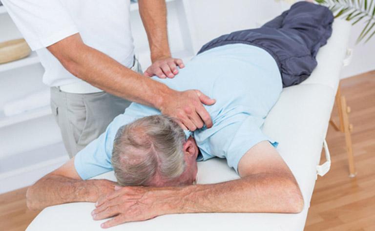 Người bệnh nên đến gặp bác sĩ thăm khám để được hướng dẫn điều trị tích cực