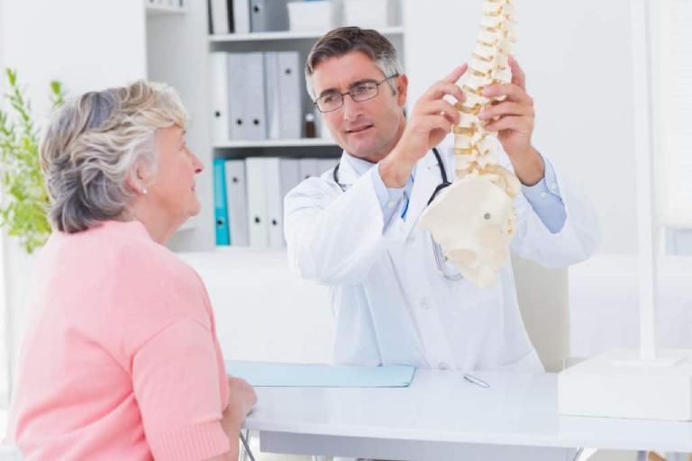 Nên đến gặp bác sĩ tiến hành thăm khám, điều trị khi nghi ngờ bản thân mắc bệnh
