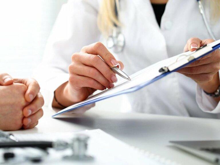 Việc dùng thuốc sinh học cần tuân theo nghiêm ngặt các chỉ dẫn của bác sĩ để hạn chế thấp nhất các tác dụng phụ của thuốc.