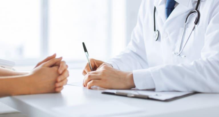 Sau mổ viêm cột sống dính khớp, người bệnh cần lưu ý rất nhiều điều quan trọng để kịp thời xử lý các biến chứng có thể xảy ra sau phẫu thuật.