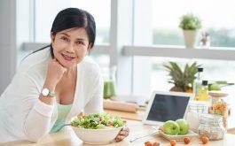 Mãn kinh là thời kỳ chuyển đổi từ giai đoạn tuổi trung niên sang tuổi già của mỗi người phụ nữ