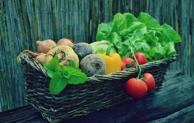 Bước vào thời kỳ này, phụ nữ nên cố gắng ăn nhiều rau xanh và hoa quả