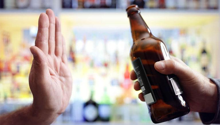 uống rượu khiến men gan tăng nhẹ