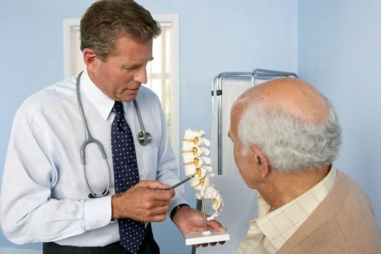 Cột sống sau khi phẫu thuật cần hạn chế thấp nhất các tác động trong khoảng 3 tháng.