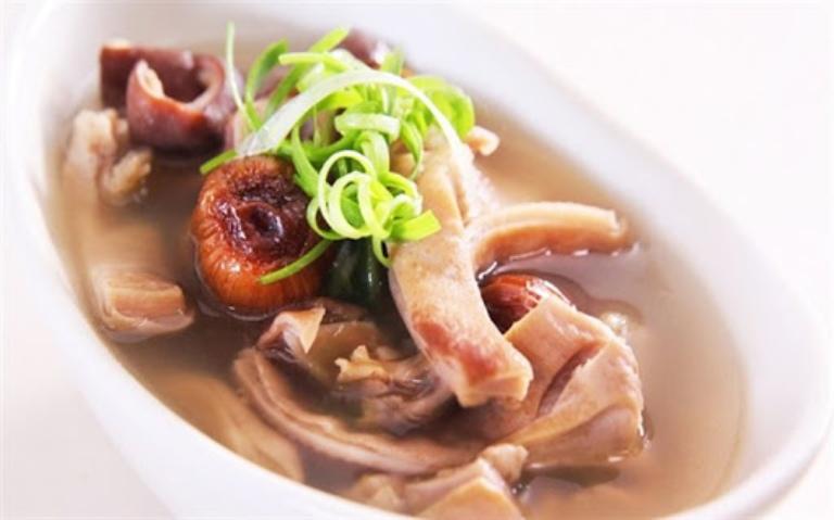 Người bệnh có thể bổ sung vào thực đơn ăn uống món bao tử heo nấu thịt rùa để cải thiện tình trạng bệnh