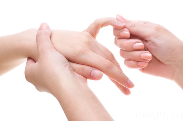 Nổi cục u ở khớp ngón tay là bệnh gì?