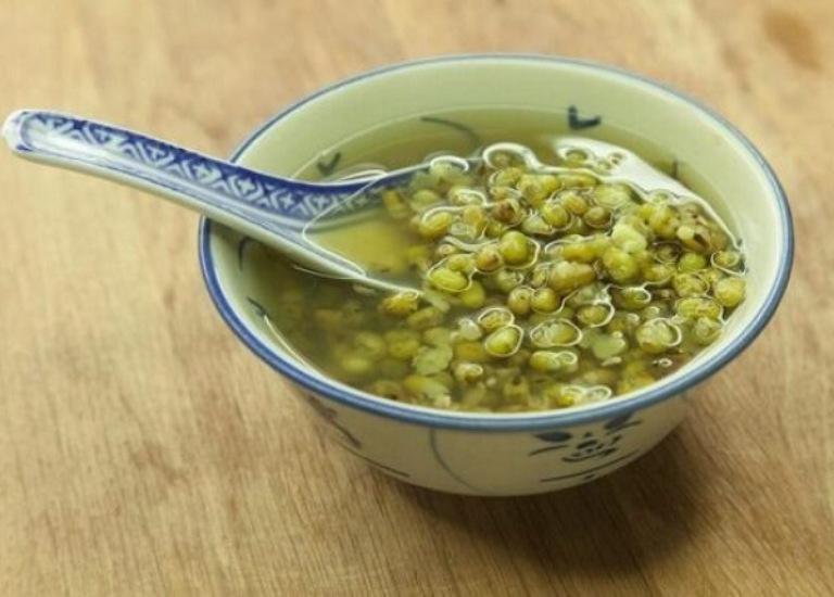 Chữa bệnh gout bằng cách ăn canh đậu xanh ninh nhừ