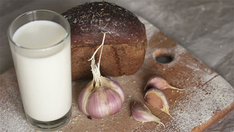Ngoài công dụng cải thiện các triệu chứng của bệnh đau thần kinh tọa, sữa tỏi còn mang lại nhiều công dụng khác đối với sức khỏe người bệnh