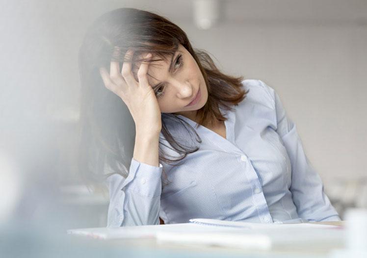 Suy giảm nồng độ estrogen là nguyên nhân phổ biến gây rụng tóc sau sinh