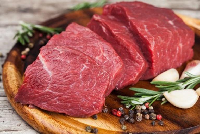 Các loại thịt đỏ chứa rất nhiều đạm người bị bệnh gout nên hạn chế sử dụng