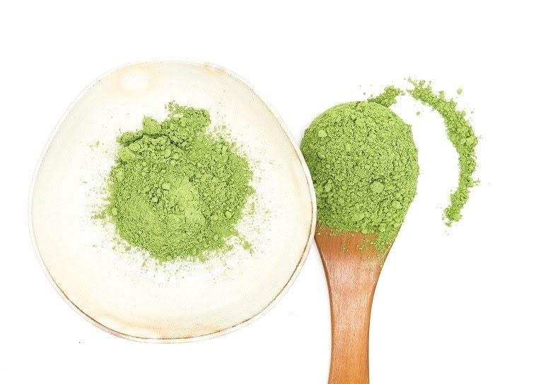 Đắp mặt nạ bằng bột trà xanh giúp giảm triệu chứng dị ứng da