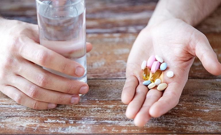 Việc dùng thuốc tăng cường nội tiết cho chị em chỉ dùng theo chỉ định của bác sĩ