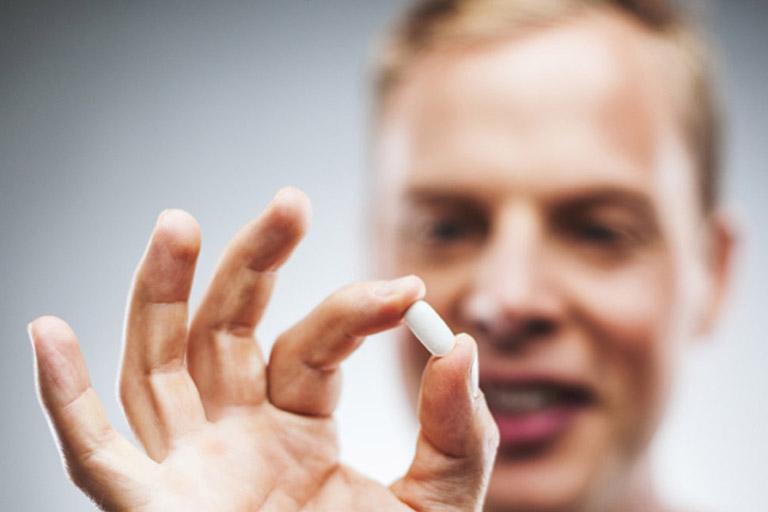 Tìm hiểu kỹ xem các loại thuốc bạn đang sử dụng để điều trị bệnh có tác động xấu đến gan không