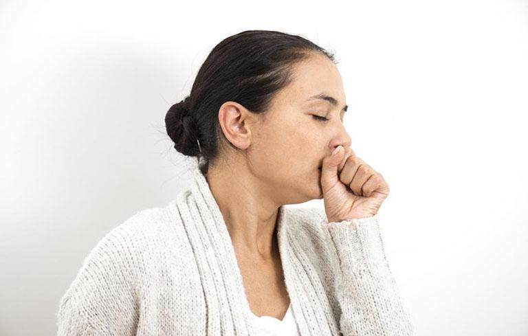 Người bệnh thường bị ho khan, ho kéo dài, khó thở, tức ngực