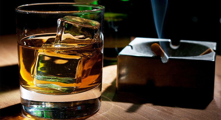 Uống rượu đau bụng âm ỉ là bệnh gì