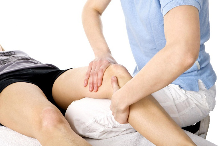 Vật lý trị liệu gai khớp gối dưới sự hướng dẫn của chuyên gia xương khớp