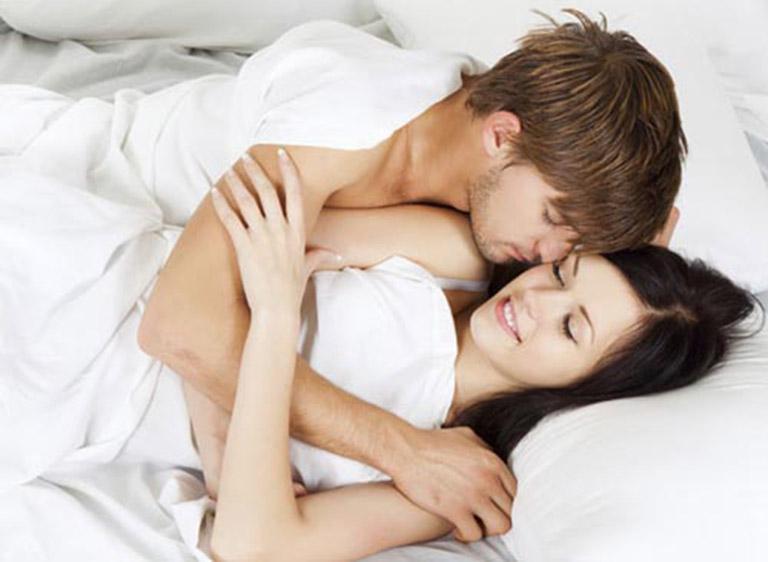 Quan hệ tình dục không an toàn là một trong những con đường lây nhiễm virus viêm gan B phổ biến