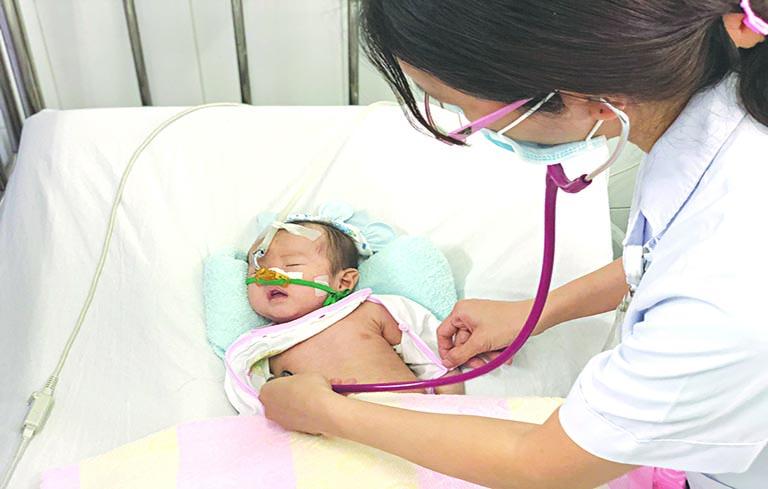 Viêm phổi hít dễ gặp ở bệnh nhân phải nuôi ăn bằng ống thông