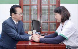 BS Tuyết Lan và buổi thăm khám cho NSND Trần Nhượng
