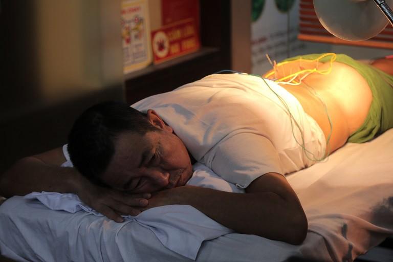 Chú Phạm Văn Đăng tích cực điều trị thoát vị đĩa đệm tại nhà thuốc Đỗ Minh Đường