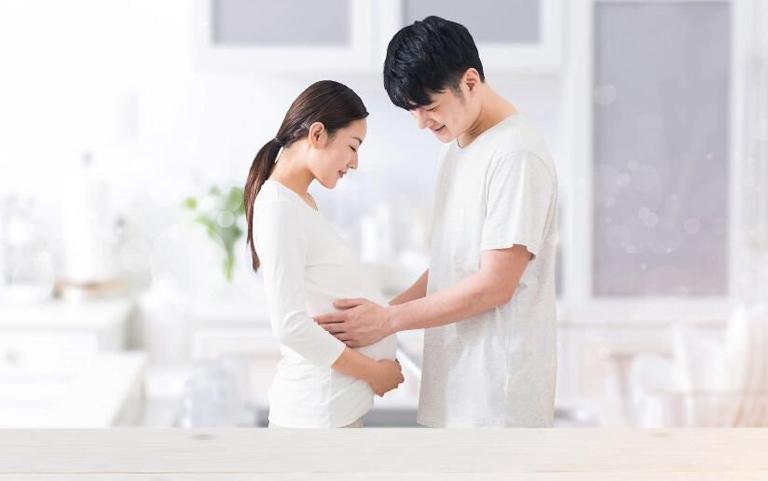 Sau 5 năm tưởng chừng như vô sinh, vợ chồng chị Lâm Anh đã bất ngờ có thai tự nhiên