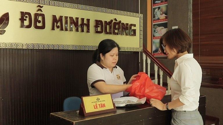 Sau khi thăm khám, chị Nhàn đã tin tưởng sử dụng liệu trình chữa viêm nấm âm đạo của Đỗ Minh Đường